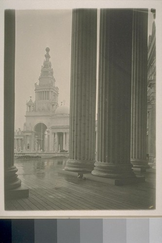 [Colonnade, Court of the Universe; Tower of Jewels (Thomas Hastings, architect) in background.]
