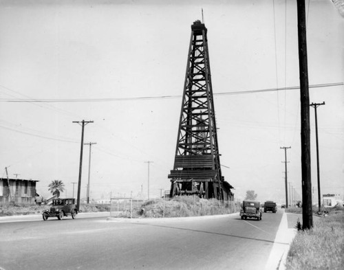 Oil derrick in the middle of the road, view 1