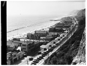 Birdseye view of beach houses along Pacific Coast Highway between Malibu and Santa Monica, ca.1925-1930