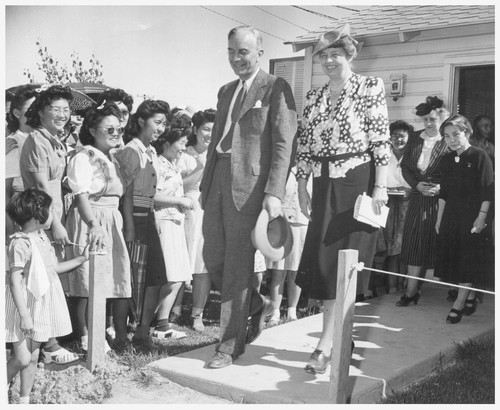 Mrs. Eleanor Roosevelt, accompanied by Dillon Myer, National Director of the War Relocation Authority, visit the Gila Relocation Center, where they were greeted by crowds of enthusiastic evacuees. Photographer: Stewart, Francis Rivers, Arizona
