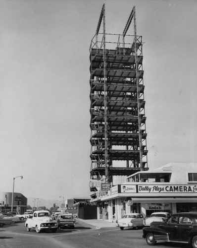 Los Angeles Federal Savings and Loan under construction