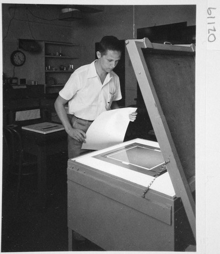 Hendrik Rubingh standing at a contact printer for sky survey atlas prints