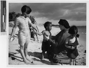 Sister Mercedes Maria Martin, MM, with children on Kihei Beach, Hawaii, 1944