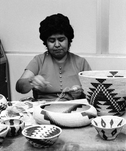 Basketry class--Bertha Wright Jimenez (2 of 9)