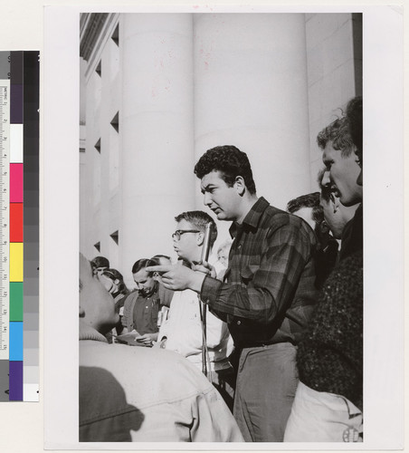 Art Goldberg at microphone, Tom Collins of Daily Californian to the right in glasses, and Professor John Searle holding papers
