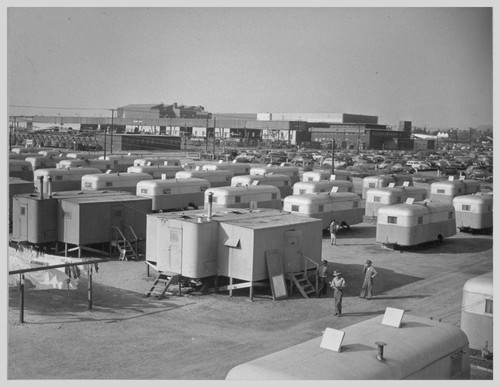 A section of the Winona Housing Project, Burbank, California, where trailer homes are provided for returned evacuees while they are securing permanent homes in and around Los Angeles. Photographer: Parker, Tom Burbank, California