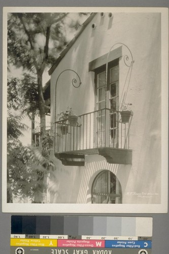 R.E. Davis [residence]. #541 Blair Ave., Piedmont. [Balcony, with iron railing.]