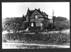 Queen Anne Shingle house known as the Baxter House at 876 Gravenstein Highway South