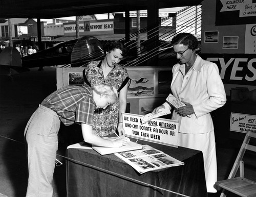 Newport Beach Aircraft Warning Volunteer Center during World War II about 1940