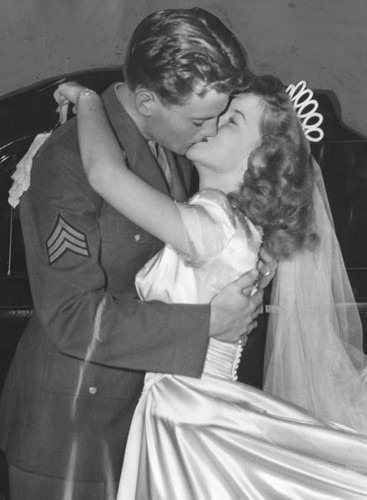 Newlyweds, Shirley Temple and Sgt. John Agar, Jr â Calisphere