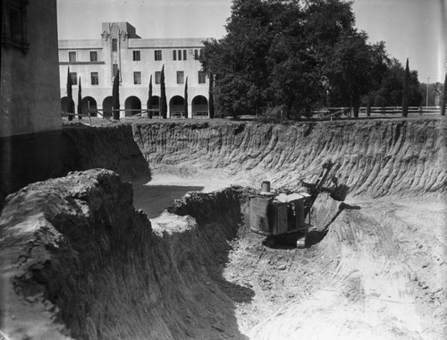 Buildings and construction, Cal Tech, view 11