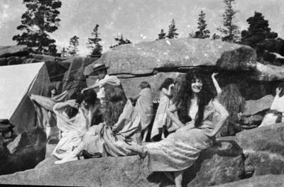 Actresses by dressing tents, Queen of the Sea
