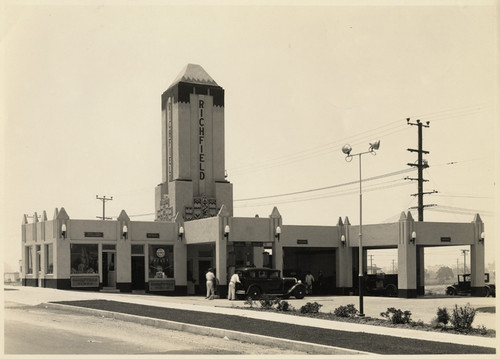 [Exterior full view Richfield Oil Station, 1215 Westwood Boulevard, Los Angeles]
