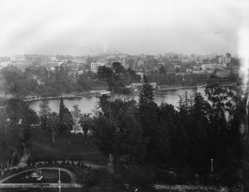 Panoramic overview of MacArthur Park
