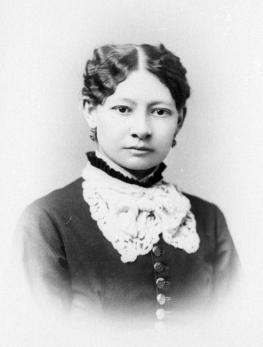 Unidentified woman in ca 1900