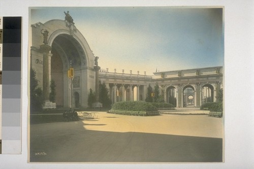"Court of the Four Seasons (Henry Bacon, architect). ""Harvest,"" atop half-dome; columns ""Rain"" (left) and ""Sunshine"" (right) (Albert Jaeger, sculptor). Hand-colored. 10412½"