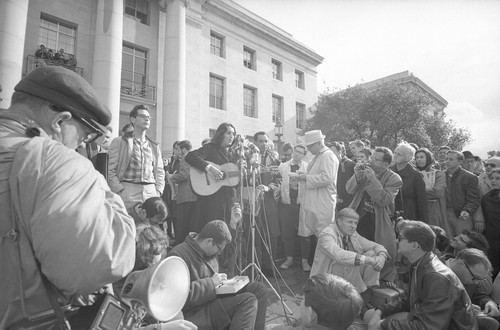 Joan Baez singing on the Sproul Steps
