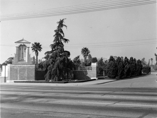 Inglewood Park Cemetery, Manchester Blvd. entrance