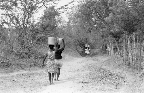 Women head-carrying water buckets, San Basilio de Palenque, 1977