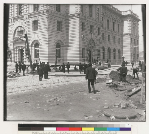 [Street scene at U.S. Post Office, Mission and Seventh Sts.]