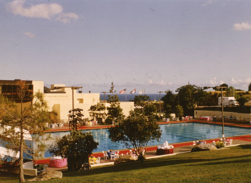 Runnels Memorial Pool during Associates' Dinner, 1983