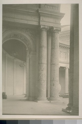 H38. [Colonnade, Court of Palms (George W. Kelham, architect).]