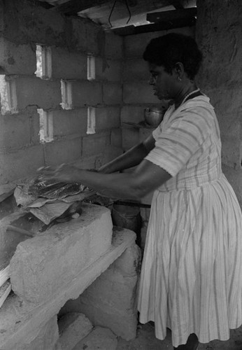 Woman preparing food, San Basilio de Palenque, 1976
