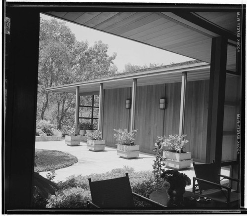 Pace Setter House of 1956 [Epstein residence]. Exterior and Outdoor living space