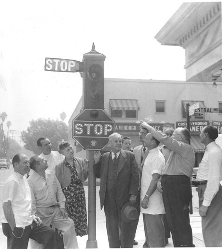 Last arm-type traffic signal removed in Glendale, 1952
