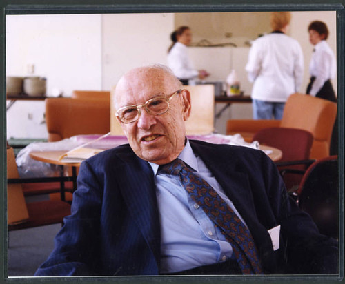 Color photograph of Peter Drucker by Deepak Shimkhada
