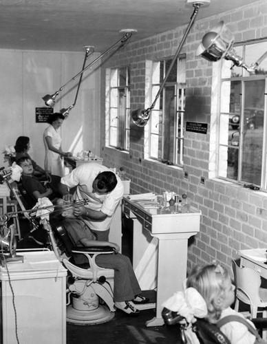 Calisphere: Modern dental clinic