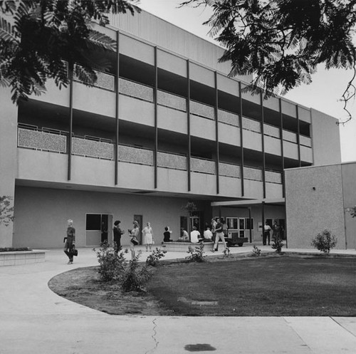 calisphere building and student gathering area at santa ana college
