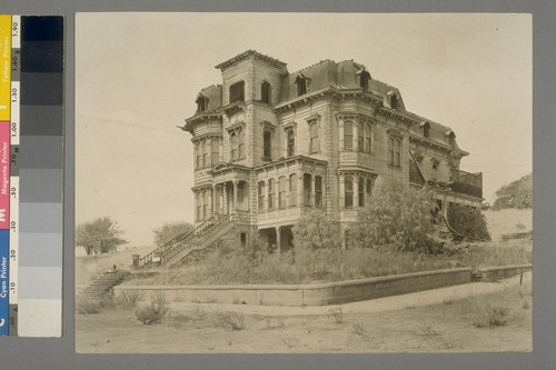 [Abandoned mansion. Unidentified location.]