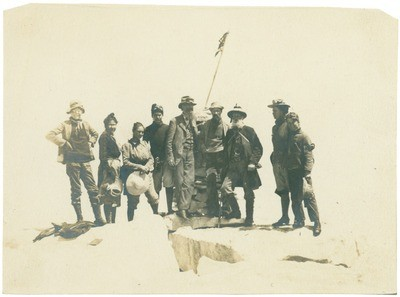(left to right) [Donald Ryder Dickey, Anna Ryder Dickey, Alicia Mosgrove, Thornton Kinney], John Muir, [Henry Gannett, Theodore Hittell, Helen Greame, and Kent Kinney] on summit of Mount Whitney, California
