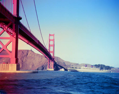 """Ship - bridge (2 transp.)"" CLEVELAND? Golden Gate Bridge"