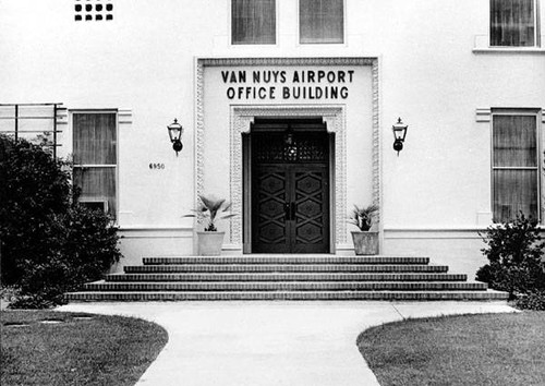 Old Van Nuys Airport administration building, 1988