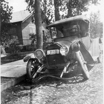 1922 Auto Accident, Visalia, Calif