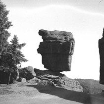 [Balanced Rock, Garden of the Gods]