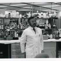 John Greenspan in UCSF AIDS research laboratory