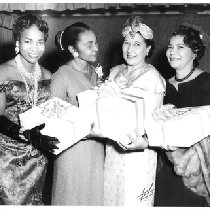 Four women holding presents at the Rhododendron Club fashion show at Slim ...