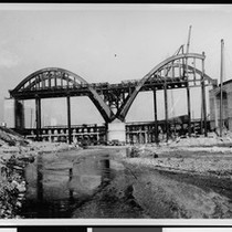 The 6th Street Viaduct under construction on the banks of Los Angeles ...