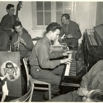 1945: Dave Brubeck performing with the Wolf Pack