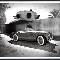 Albert Frey: Frey House 1, portrait with car