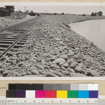 Levee of City of Sacramento faced with cobbles