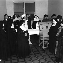 Nuns gathered around an iron lung