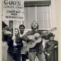 There were a large number of Christian anti- war slogans on picket ...