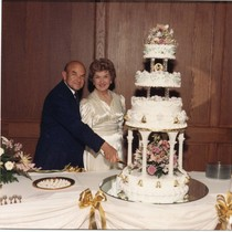 Norvel and Helen Young cut the cake at wedding anniversary, 1989