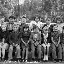 1st and 2nd grades, Yorba Linda Grammar School, Jan. 1943
