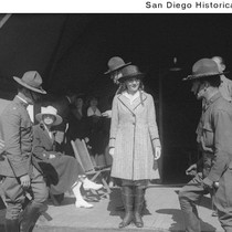 Actress Mary Pickford with a group of soldiers and General Lyons