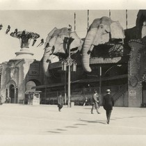 "Attractions at ""The Zone,"" 1915 Panama-Pacific International Exposition [photograph]"